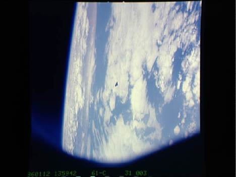 STS61C-31-3 - Astronaut Photo