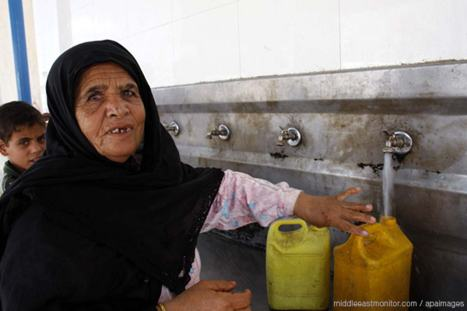 palestinian-lady-filling-a-water-bottle-in-gaza