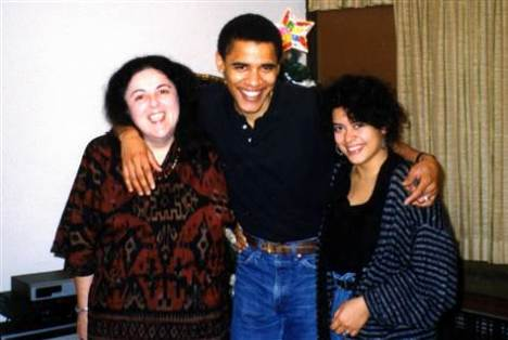g-tdy-110412-obama-mom-sister-830a.grid-6x2