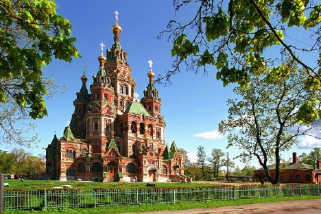 the-peter-and-paul-cathedral-in-peterhof