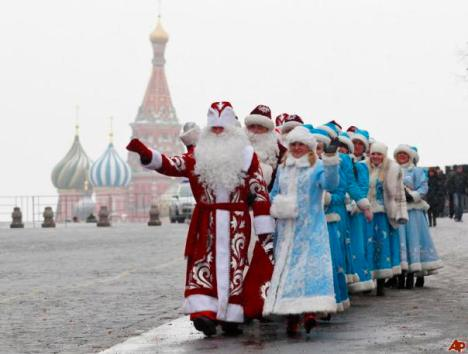 Ded Morozs and Snegurochkas